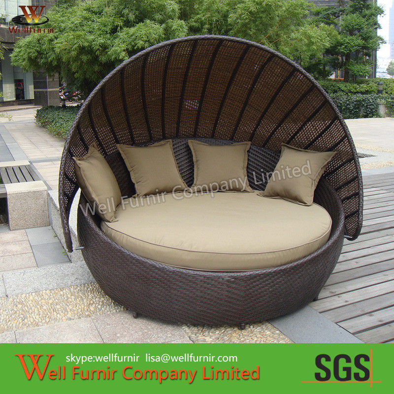 Round Outdoor Rattan Daybed With Washable Cushions Modern