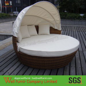 Luxury Comfortable Roofed Cane Daybed , Wicker Garden Round Daybed